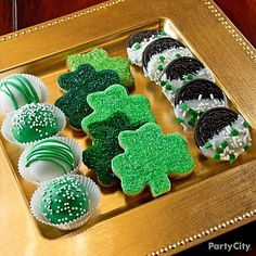 For a fresh take on cake pops, display them like truffles in mini baking cups. 'Tis a tasty plate o' treats! Click for more yummy St. Patricks Day treats!
