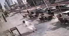 OMG VIDEO NEWS: ΔΕΝ ΘΑ ΤΟ ΠΙΣΤΈΨΕΤΕ: Tι έπεσε στο κεφάλι του από ψηλά και γλίτωσε να γινει 2 κομματια ..(βιντεο)