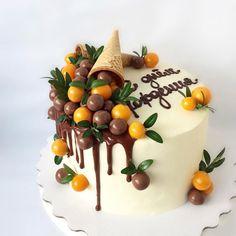 28 Ideas Cake Decoration Fruit Birthday For 2019 - Creative Cake Decorating Ideen Cake Decorating Designs, Easy Cake Decorating, Cake Designs, Decorating Ideas, Chocolate Cupcakes Decoration, Cake Decorated With Fruit, Fruit Birthday Cake, Birthday Cupcakes, Birthday Desserts