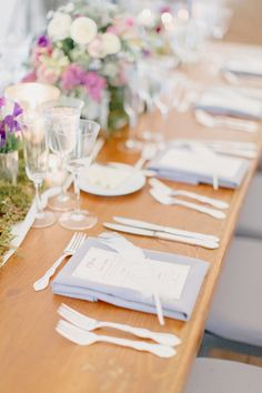 Feathers at each place setting. See the garden-styled wedding on Style Me Pretty: http://www.StyleMePretty.com/2014/03/11/romantic-garden-wedding-at-caramoor/ Photography: Elisabeth Millay