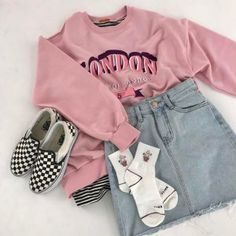 Trendy and cute hipster outfits worth trying this year! Who said the Hipster look wasn't trendy? Check out our hipster outfits guide on how to dress Hipster! Hipster Girl Fashion, Cute Hipster Outfits, Indie Outfits, 90s Fashion, Casual Outfits, Fashion Outfits, Urban Fashion, Fashion Clothes, Hipster Girls