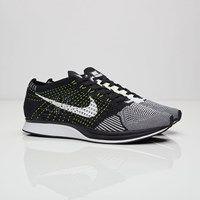 Nike Flyknit Racer - 526628-011 - Sneakersnstuff | sneakers & streetwear online since 1999
