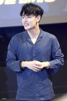 Korean Star, Korean Men, Asian Actors, Korean Actors, Kang Ha Neul Smile, Mr Kang, Scarlet Heart Ryeo Cast, Park Bo Gum Wallpaper, Kang Haneul