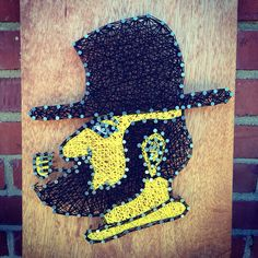 Appalachian State University string art (new logo). Custom orders available. Magnolia Design: magnoliadesignee@gmail.com | etsy.com/shop/magnoliadesignee | Facebook.com/magnoliadesignee | Instagram.com/magnoliadesignee | #NC #App #AppState #mountaineers #yosef #ASU Magnolia Design, App State, String Art, Diy Art, Art Projects, Uh Huh, Wall Art, State University, Nifty
