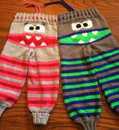 Monster pants for the twins! Crochet Baby Pants, Knit Crochet, Knitting Charts, Baby Knitting Patterns, Knitting For Kids, Knitting Projects, Baby Net, Baby Barn, Clothing Patterns