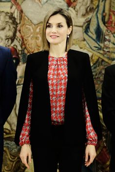 8 January 2016 - Queen Letizia attends an audience at Palacio de la Zarzuela - jacket by Zara, trousers by Hugo Boss, shoes by Magrit Princess Letizia, Queen Letizia, Hugo Boss, Princess Of Spain, Spanish Royal Family, Cape Coat, Royal House, Carolina Herrera, Royal Fashion