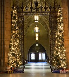 Hogwarts at Christmas! | 16 Reasons Why Pittsburgh Is The Greatest City On The Planet Really it is the Cathedral of Learning!