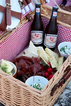 A Dirndl ♥ von Salzburg. Salzburg Austria, Picnic, Christmas Gifts, Sustainable Farming, Budget Travel, Dirndl, Beer, Tips, Recipies