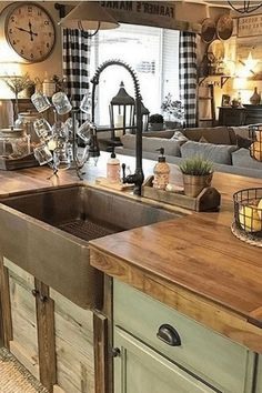 Popular Modern Rustic Farmhouse Kitchen Decor Ideas 17 - New ideas Modern Farmhouse Kitchens, Farmhouse Kitchen Decor, Rustic Farmhouse, Home Kitchens, Farmhouse Style, Pine Kitchen, Rustic Country Kitchens, Kitchen Modern, Outdoor Kitchens