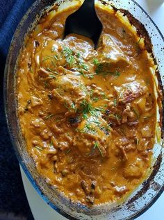 Chicken in dish with piquant cheese and bacon I Love Food, Good Food, Yummy Food, Lchf, Keto, Food N, Food And Drink, Meals For One, Food Inspiration
