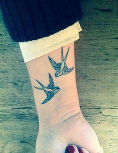 40 little bird tattoo ideas to admire # ideas .- 40 kleine Vogel Tattoo Ideen zu bewundern 40 little bird tattoo ideas to admire - Swallow Tattoo Design, Swallow Bird Tattoos, Little Bird Tattoos, Swallow Tattoo Meaning, Hand Tattoos, Body Art Tattoos, New Tattoos, Ankle Tattoos, Temporary Tattoos