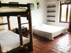 El mejor estilo campestre con todas las comodidades! Furniture, Home Decor, Decor, Bed