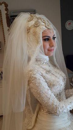 Turkish Brides ☪ Turkish Wedding Dress, Wedding Dress Types, Muslim Wedding Dresses, Muslim Brides, Wedding Abaya, Wedding Gowns, Bridal Hijab, Hijab Bride, Vintage Lace Weddings