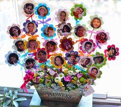 Öğretmenler Günü temalı çiçek aranjmanı