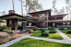 A F.L. Wright-Inspired Contemporary Home