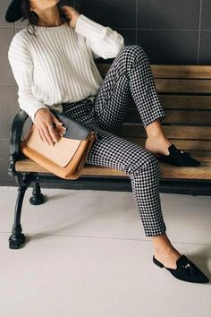 Hip Hugging Cropped Gingham Pants With the fitted crop look, these pants will for sure complete your look. For business. Hip Hugging Cropped Gingham Pants With the fitted crop look, these pants will for sure complete your look. For business. Casual Work Outfits, Mode Outfits, Work Casual, Fall Work Outfits, Spring Outfits, Classy Outfits, Casual Dressy, Women Work Outfits, Business Casual Outfits For Women