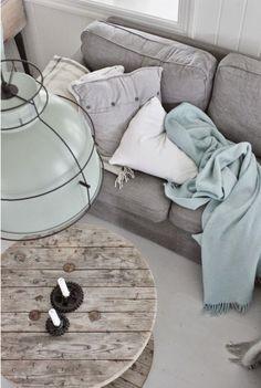 Colore: una casa in grigio e pastello