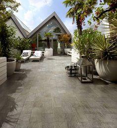 Verschönern Sie Ihren Sitzplatz im Freien: Wir zeigen Fliesen, die Wind und Wetter trotzen und der perfekte Bodenbelag für Balkon und Terrasse sind.