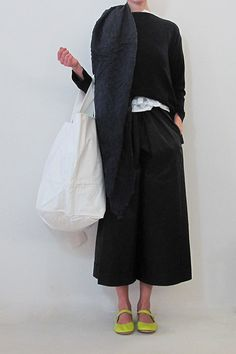 Daniela Gregis middle pockets bag Only Fashion, Womens Fashion, All Black Outfit, Japan Fashion, Comfortable Outfits, Spring Summer Fashion, Passion For Fashion, Fashion Outfits, Fasion