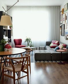 49 Top Design Ideas For A Small Living Room. Are you looking for interior decorating ideas to use in a small living room? Small living rooms can look just as attractive as large living rooms. Home Interior, Home Living Room, Apartment Living, Interior Design Living Room, Living Room Designs, Living Room Decor, Living Room Without Sofa, Dining Room, Interior Livingroom
