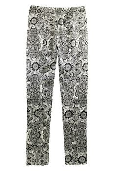Floral Print Cropped Pants. Description: White and black cropped pants, featuring fitted waist, floral print throughout, split cuffs and slim fit, soft touch fabric. Mix with white T-shirt, blouse or halter top. Perfect for going on street or for shopping. Fabric: Cotton Blends. Washing: 40 degree machine wash, do not bleach, do not tumble dry, cool iron on reverse, do not dry clean. #Romwe