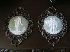 Paar Plaketten Biskuitporzellan Mettlach um 1880 Relief gerahmt nach Wagner Oper in Antiquitäten & Kunst, Porzellan & Keramik,…