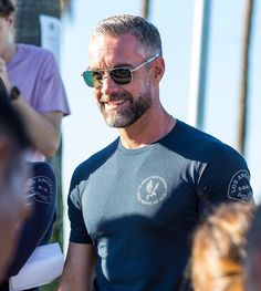 Jay Harrington and his Aviators - a staple on the set of S. Older Men Haircuts, Grey Hair Looks, Beard Styles For Men, Grey Hair And Beard Styles, 1920s Men, Beard Model, Grey Beards, Men With Grey Hair, Good Looking Men