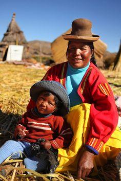Uros People at Uros Island - Lake Titicaca  @Puño Púñez,Perú