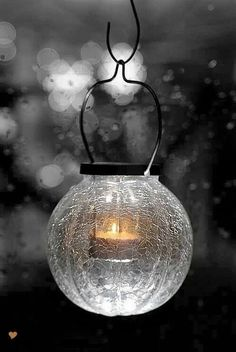 Candlelight Love And Light, Light Up, Ideas Prácticas, Candle In The Wind, Good Night Image, Crackle Glass, Candle Lanterns, Glass Candle, Globe Lights