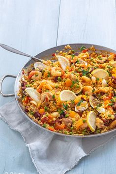 Spaanse paella – Food And Drink Seafood Recipes, Soup Recipes, Dinner Recipes, Healthy Recipes, No Cook Meals, Kids Meals, Salvadorian Food, Saffron Recipes, Bbq