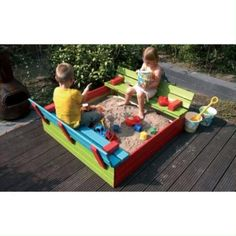 Zandbak 'Tom' van WoodVision is een mooie compacte zandbak gemaakt van groen geïmpregneerd grenenhout. De zandbak heeft een twéé-in-één constructie. De klep fungeert niet alleen om de zandbak af te dichten, maar ook als zitbank. Zo kunnen kinderen gemakkelijk hun zandkastelen bouwen en lekker kletsen tegelijkertijd. De kinderzandbak komt zonder bodem en is makkelijk te monteren. Outdoor Games, Outdoor Activities, Picnic Blanket, Outdoor Blanket, Sand Crafts, Outdoor Playground, Summer Crafts, Beach Mat, Outdoor Living