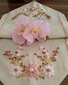 # sehba örtüsü #runner #salon takımı #kurdelanakışı #kurdela #elemeği #hanmade #ribbonembroidery #ribbonflowers #followme