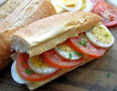 Egg and tomato sammich