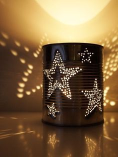 Dosenlaterne - Upcycling: Konserve - HANDMADE Kultur Tin lantern My stroke motif should definitely be stars! I used masking tape to attach the polished silver tin and painted the stars Tin Can Lanterns, Garden Lanterns, Tin Can Lights, Tin Can Crafts, Diy Crafts, Upcycled Home Decor, Masking Tape, Christmas Crafts, Candle Holders