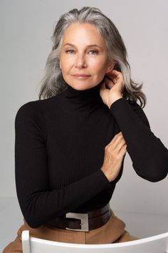 Grow hair, going gray gracefully, aging gracefully, grey blonde hair, agele Grey Blonde Hair, Long Gray Hair, Silver Haired Beauties, Coiffure Hair, Stylish Older Women, Grey Hair Inspiration, Gray Hair Highlights, Peinados Pin Up, Beautiful Old Woman
