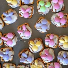 Bunny pretzel treats- easter dessert idea! Fun easter bunny treats for the kids or a party. M&Ms, hershey hugs, pretzels, etc. Fun idea for easter. Easter Recipes, Thanksgiving Recipes, Holiday Recipes, Easter Ideas, Holiday Cookies, Holiday Treats, Pretzel Treats, Pretzels, Easter Camping