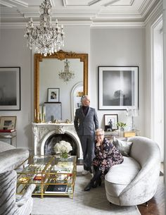 Elle decor living room - Inside Baz Luhrmann and Catherine Martin's Elegantly Theatrical New York Townhouse – Elle decor living room New York Townhouse, Townhouse Interior, Paris Apartment Interiors, French Apartment, Victorian Townhouse, Apartment Living, Living Room Interior, Living Room Decor, French Living Rooms