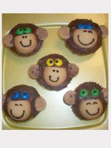 Choc icing,vanilla wafers, m&ms, mini choc chip cookies, black icing Zoo Animal Cupcakes, Monkey Cupcakes, Cute Cupcakes, Cupcake Cookies, Jungle Cupcakes, Gourmet Cupcakes, Chip Cookies, Cupcake Flower Pots, Cupcake Photos