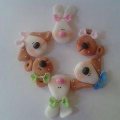 bunnies and puppies Polymer Clay Animals, Polymer Clay Charms, Polymer Clay Art, Clay Projects, Clay Crafts, Hello Kitty Fondant, Clay Figurine, Pasta Flexible, Salt Dough