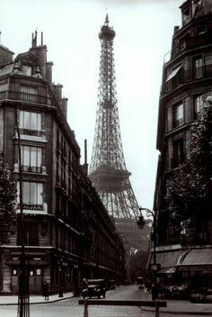 Paris, Paris, Paris. My dream: having lunch under the Efile Tower