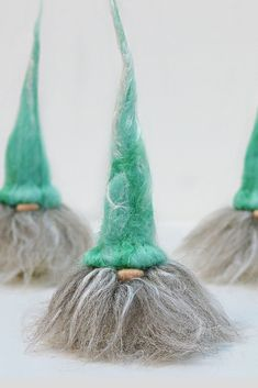 just never get bored of making needle felted Nordic gnomes. Also referred to as Tomte, Nisse or, as my Finnish friend tells me, Tonttu add a perfect touch of Scandinavian Christmas decor to your home. Make yours a Hygee Christmas. Needle Felting Kits, Needle Felting Tutorials, Needle Felted Animals, Christmas Needle Felting, Wet Felting, Felt Crafts Diy, Fabric Crafts, Sewing Crafts, Easy Crafts