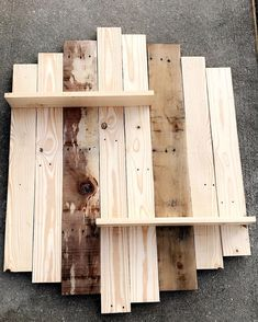 Break Down a Pallet the Easy way for Wood Projects Perfect farm style : DIY pallet shelf! Takes little time to create and design! Great piece can be made custom for any wall! Live Two Design Wooden Pallet Projects, Pallet Crafts, Diy Pallet Furniture, Diy Projects, Pallet Ideas For Walls, Diy Crafts, Pallet Shelves, Rustic Shelves, Wood Shelves
