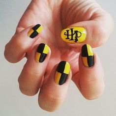 21 Harry Potter Nail Art Designs That Will Leave You Spellbound - Nails For Nerds - Harry Potter Nail Art, Harry Potter Nails Designs, Nail Art Diy, Cool Nail Art, Cute Acrylic Nails, Fun Nails, Harry Potter Lufa Lufa, Hery Potter, Nail Art Vernis