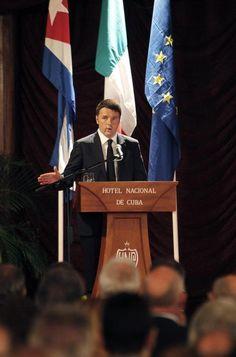 Em Cuba, Renzi comemora alta no índice de confiança da economia italiana (foto: EPA)