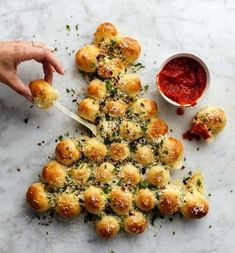 This Baked Biscuit Wreath Dip Will Start Christmas Dinner Off With A Bang Easy Holiday Party Appetizers – Best Christmas Appetizers Christmas Tree Food, Christmas Dinner Menu, Christmas Cooking, Christmas Snacks, Christmas Apps, Christmas Menu Ideas, Christmas Finger Foods, Christmas Bread, Best Christmas Recipes