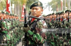 Indonesian Green Beret military commandos take part in a drill in Cilodong, West Java, 06 March 2006. The drill was organized as a part of the 45th anniversary of the commando unit. AFP PHOTO