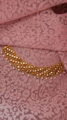Jewelry OFF! AZVA reversible polki and gold necklace Bridal Necklace, Bridal Jewelry, Gold Necklace, Diy Jewelry Necklace, Necklace Ideas, Jewelry Holder, Necklaces, Gold Bangles Design, Gold Jewellery Design