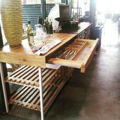 #youngwoods #buitenkeuken #boretti#outdoor#kitchen#bbq#woodslab#iepenhout#elm#uniek#design