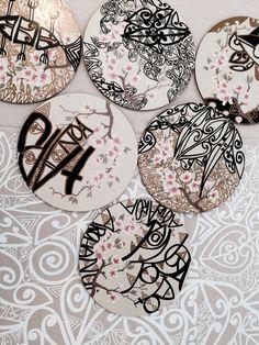 Plate coasters by Tracey Tawhiao. Atelier D Art, Maori Art, Kiwiana, New Art, Printmaking, New Zealand, Coasters, Arts And Crafts, Plate
