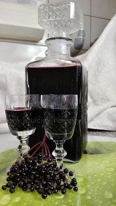 SUROVINY 2,5l kuliček černého bezu (na váhu 2kg) 1l vody 1kg cukr krystal 1 balíček vanilkového cukru 100ml silné instantní kávy (2 vrchovaté polévkové lžíce zalít 100ml vody) šťáva z půlky citrónu ½ čajové lžičky mleté skořice 3 hřebíčky (nemusí být) 500ml rumu  POSTUP PŘÍPRAVY Tak tenhle likér musíte vyzkoušet! Je lahodný a v zimě je dobré mít tuhle dobrotu plnou vitamínu C po ruce. :D Nachystáme si velký hrnec. Větvičky s černým bezem na chvíli namočíme do studené vody, aby se vyplavili… Home Canning, Monkey Business, Irish Cream, Russian Recipes, Natural Medicine, Cocktail Drinks, Healthy Dinner Recipes, Sweet Recipes, Crockpot Recipes